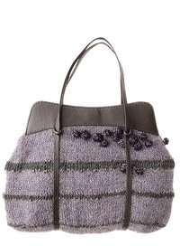 C est une tendance clé de cet hiver   la maille est partout et s invite  jusque sur nos sacs. Antik Batik la tricote en 100% laine, avec légèreté et  hyper ... 696535a2f2e