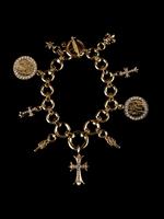 Dagues, croix ou fleurs de lys, le tout pavé de diamants, Karl Lagerfeld  est un inconditionnel! Les bijoux rock n roll Chrome Hearts existent depuis  presque ... 9ef5a29cb978