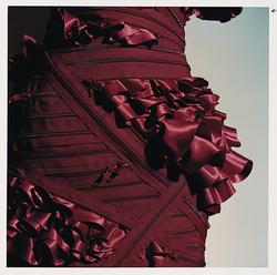 La haute couture a fait du ruban bien plus qu un accessoire. Il est devenu  structure du vêtement dans les 70 robes d exception signées Franck Sorbier,  ... a5fea2b2c361