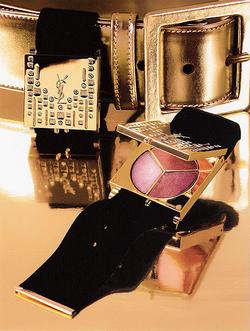 941f60afeb Pour celles qui raffolent des palettes-bijoux, en voici une à porter autour  du poignet ou à attacher à l'anse du sac. Le Fashion Bracelet signé Yves  Saint ...